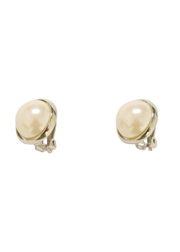 SIMPLE PEARL CLIP EARRING