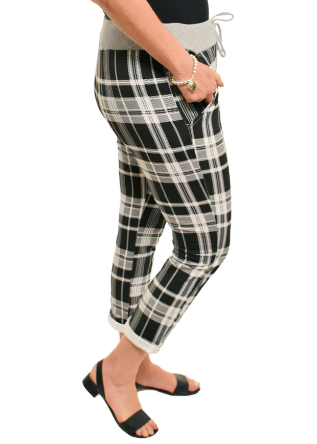 BLACK PLAID PATTERN JOGGER