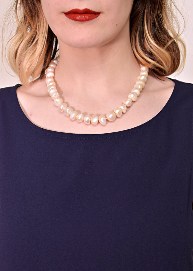 WANTED - KNOTTED PEARL NECKLACE WITH EXTENDER - WHITE