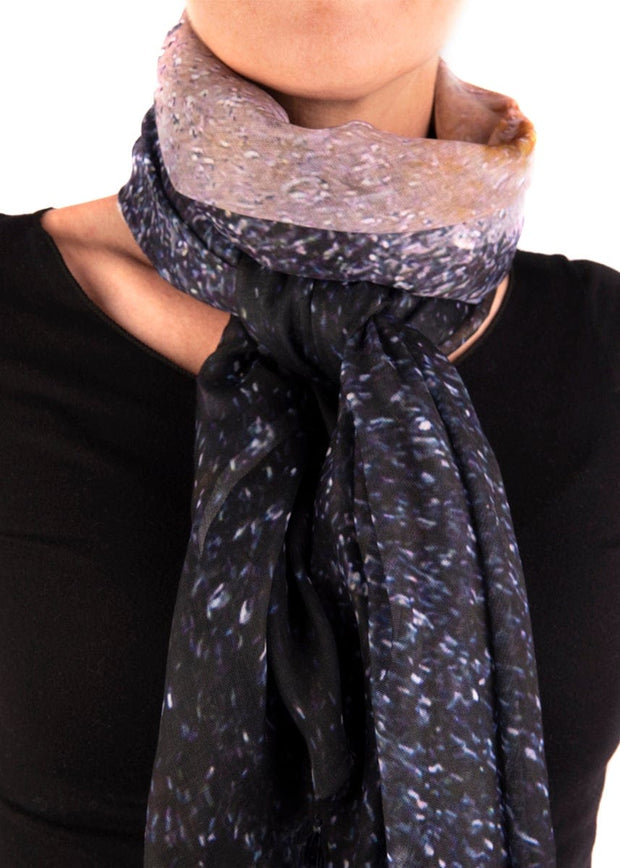 IN FOCUS - THE BOSS SCARF