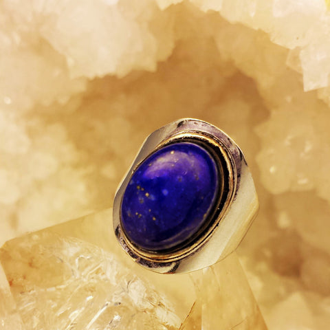 Smooth clean design with Lapis Lazuli stone  GR-A8