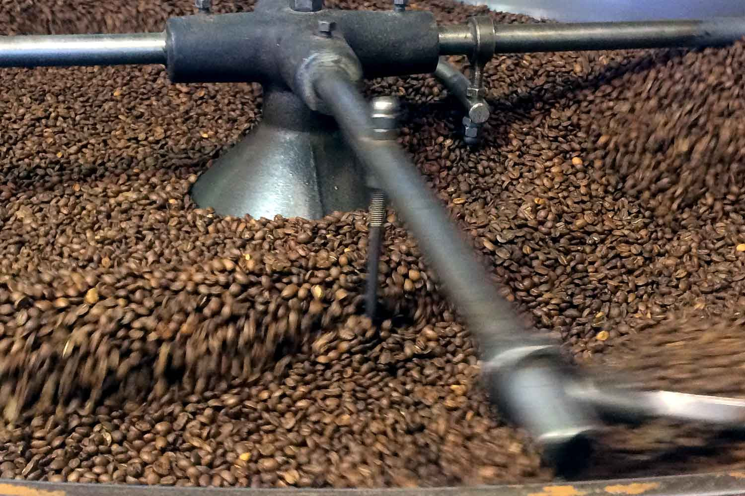 Bulk roasted coffee in commercial cooling tray