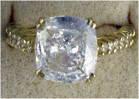 R0002 5.50 CT TW CZ CUSHION CENTER ROUNDS STONE SIDES