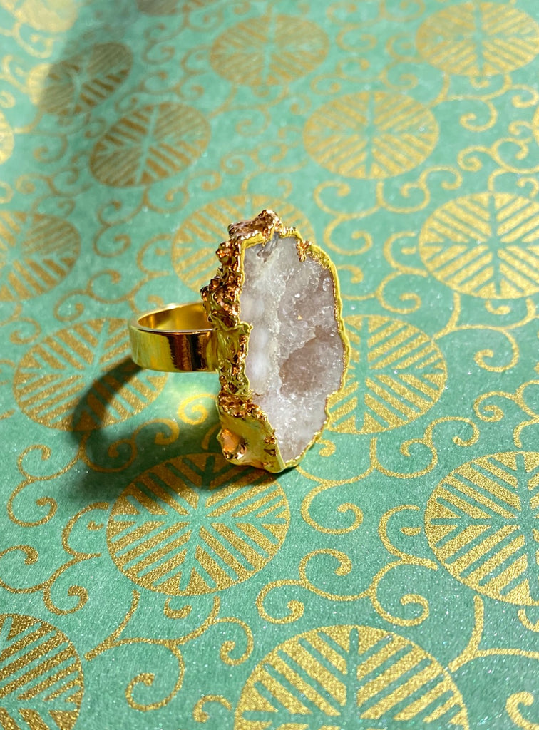 natural white freeform druzy stone ring.  Stone is 1 inch around with so many sparkly crystals! Band is 1/4 thick.  Perfect gift for ring lovers!  One of a kind!