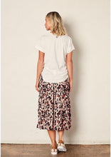 Load image into Gallery viewer, The Leopard Knifepleat Skirt Peach Leopard
