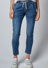 Load image into Gallery viewer, Active Jeans Classic Mid