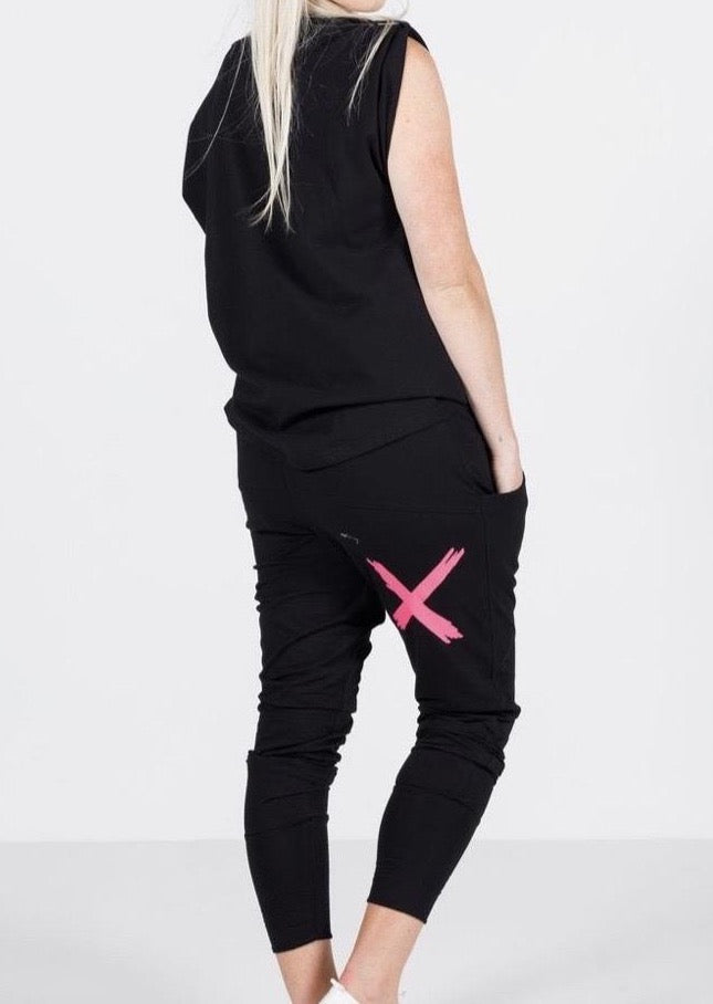 Apartment Pants Black With Pink X