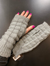 Load image into Gallery viewer, Knitted Fingerless Gloves