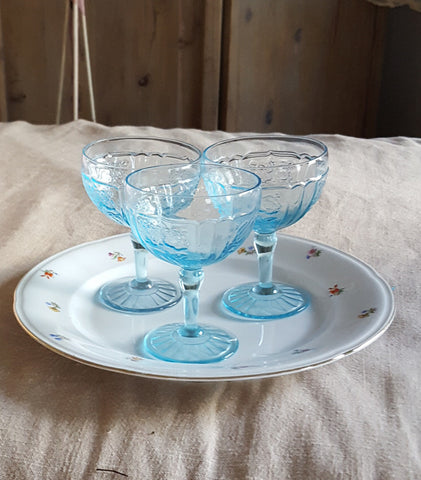 Blue stemmed glasses, set of 3