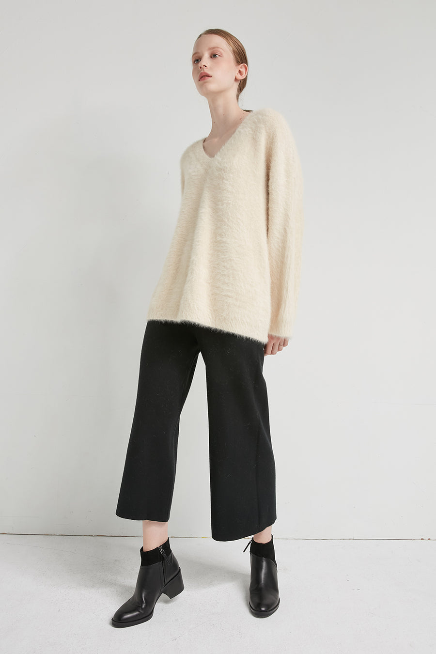 Fluffy v-neck angora jumper