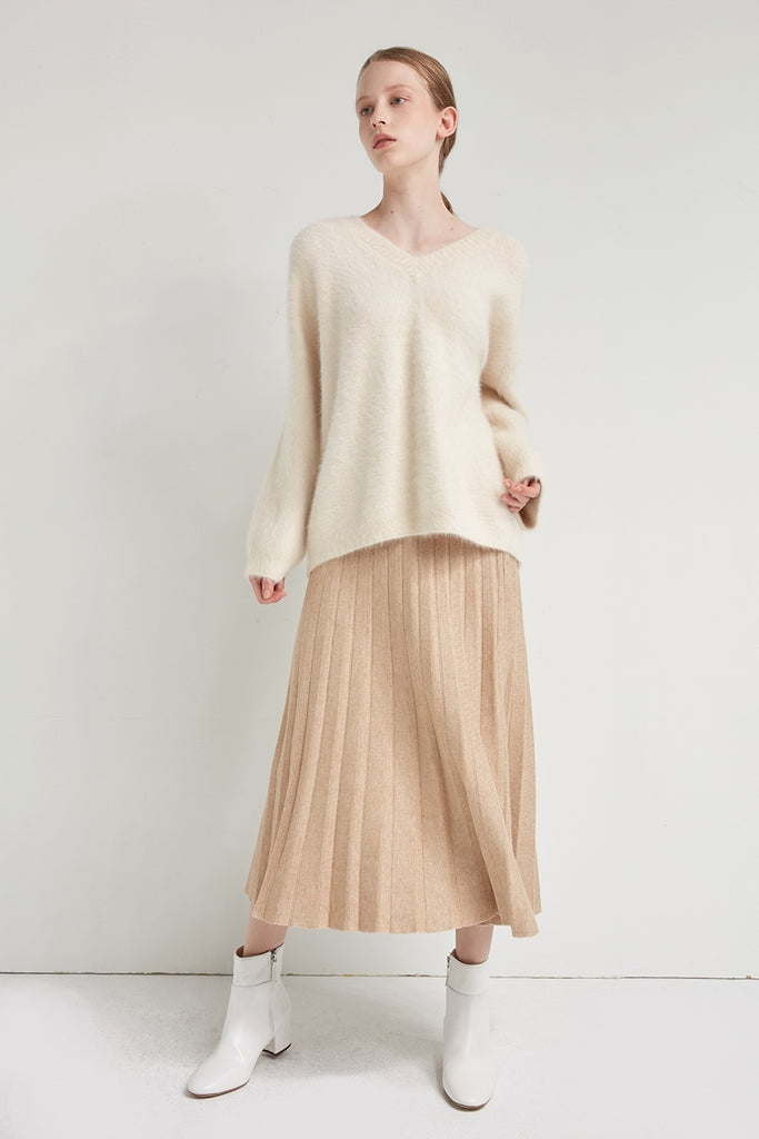 Oversized v-neck angora and wool-blend pullover - Zelle Studio