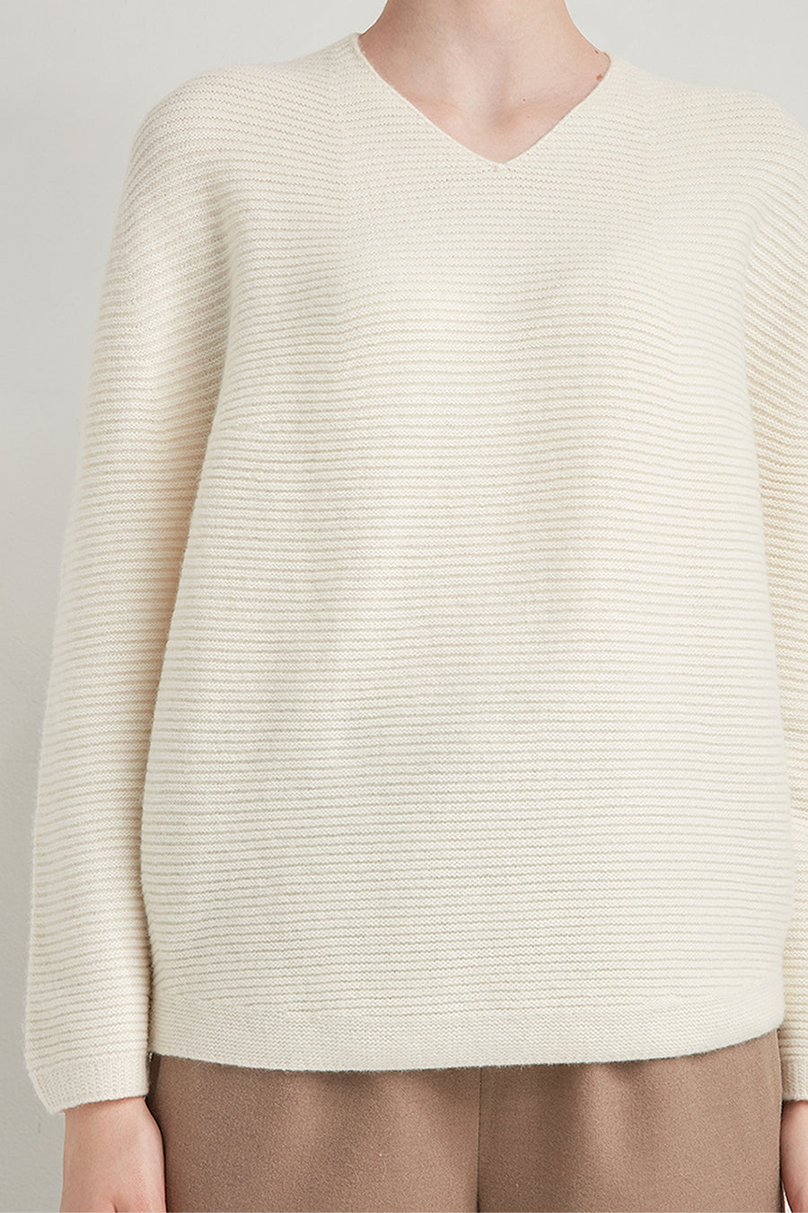 Horizontal ribbed v-neck pullover