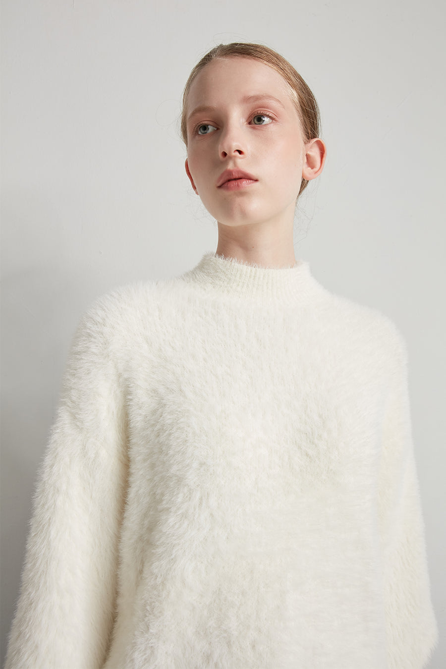 Fluffy feather crewneck pullover