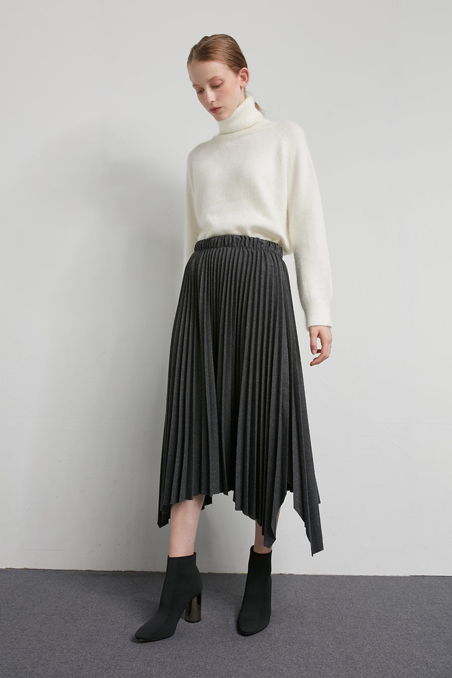 Pleated midi wool skirt