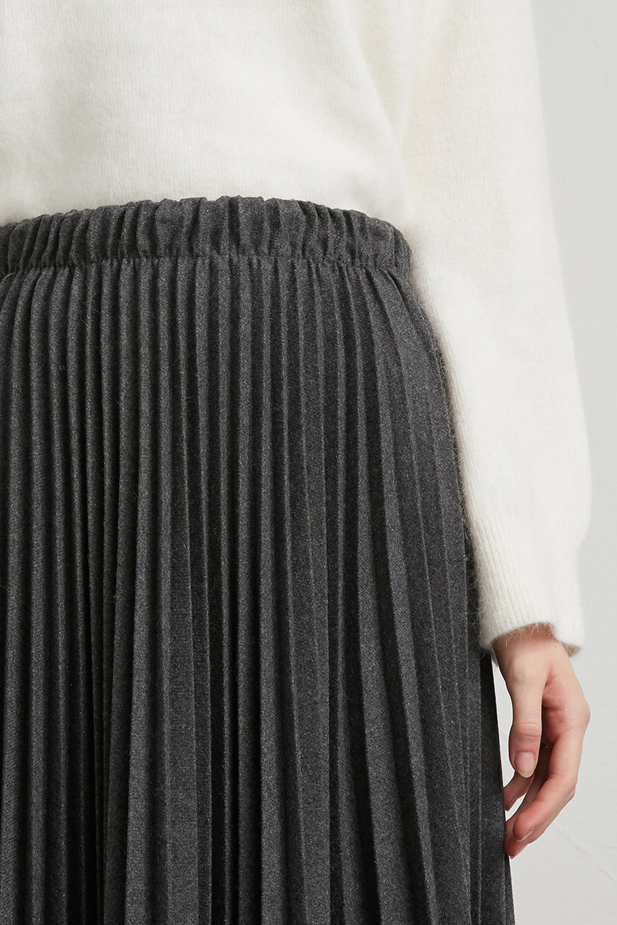 Pleated midi wool skirt - Zelle Studio