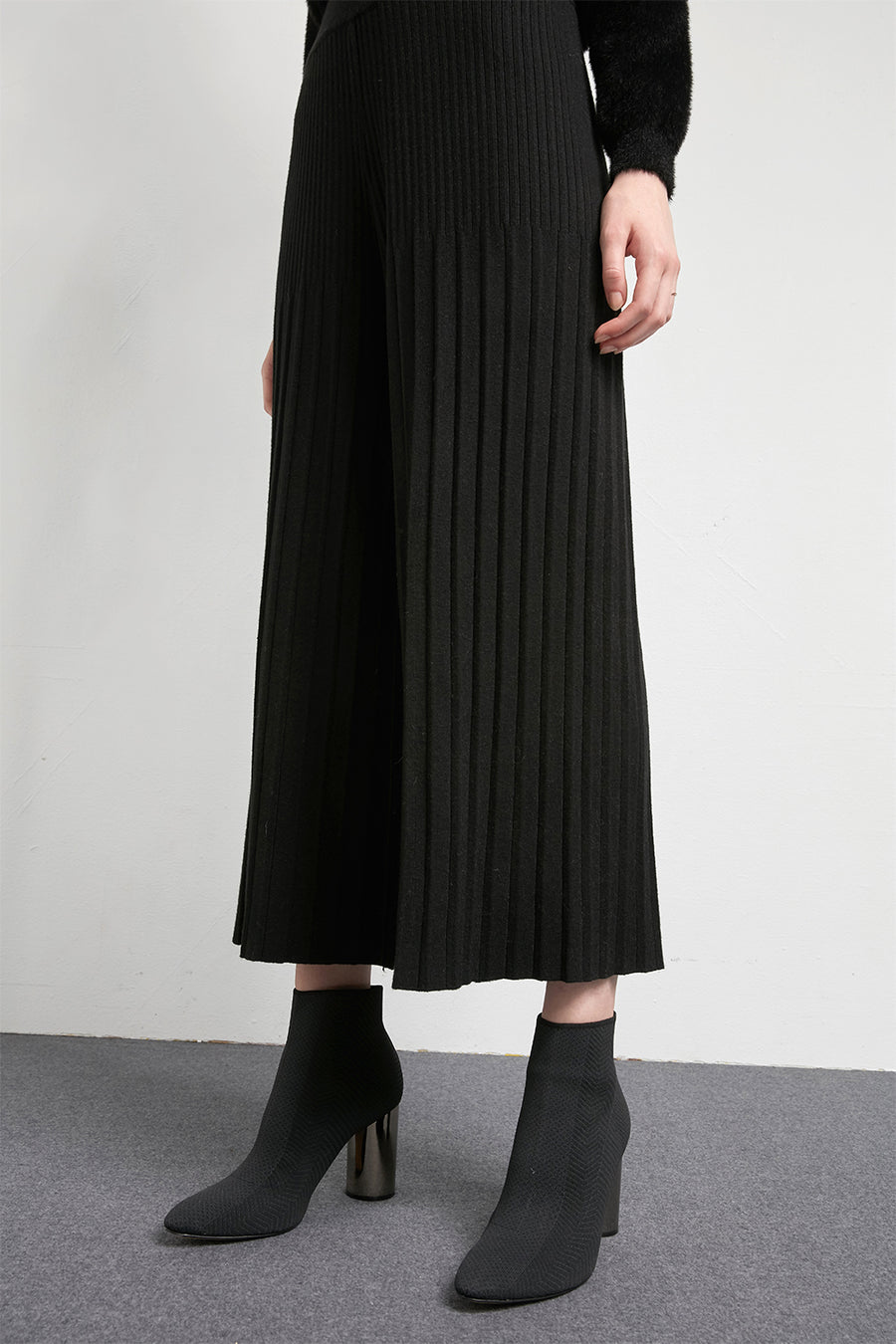 Ribbed wide leg knitted trousers