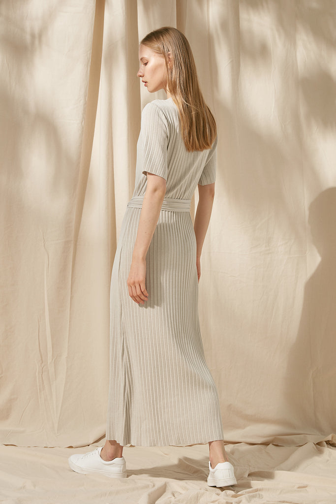 Ribbed dress with waist tie