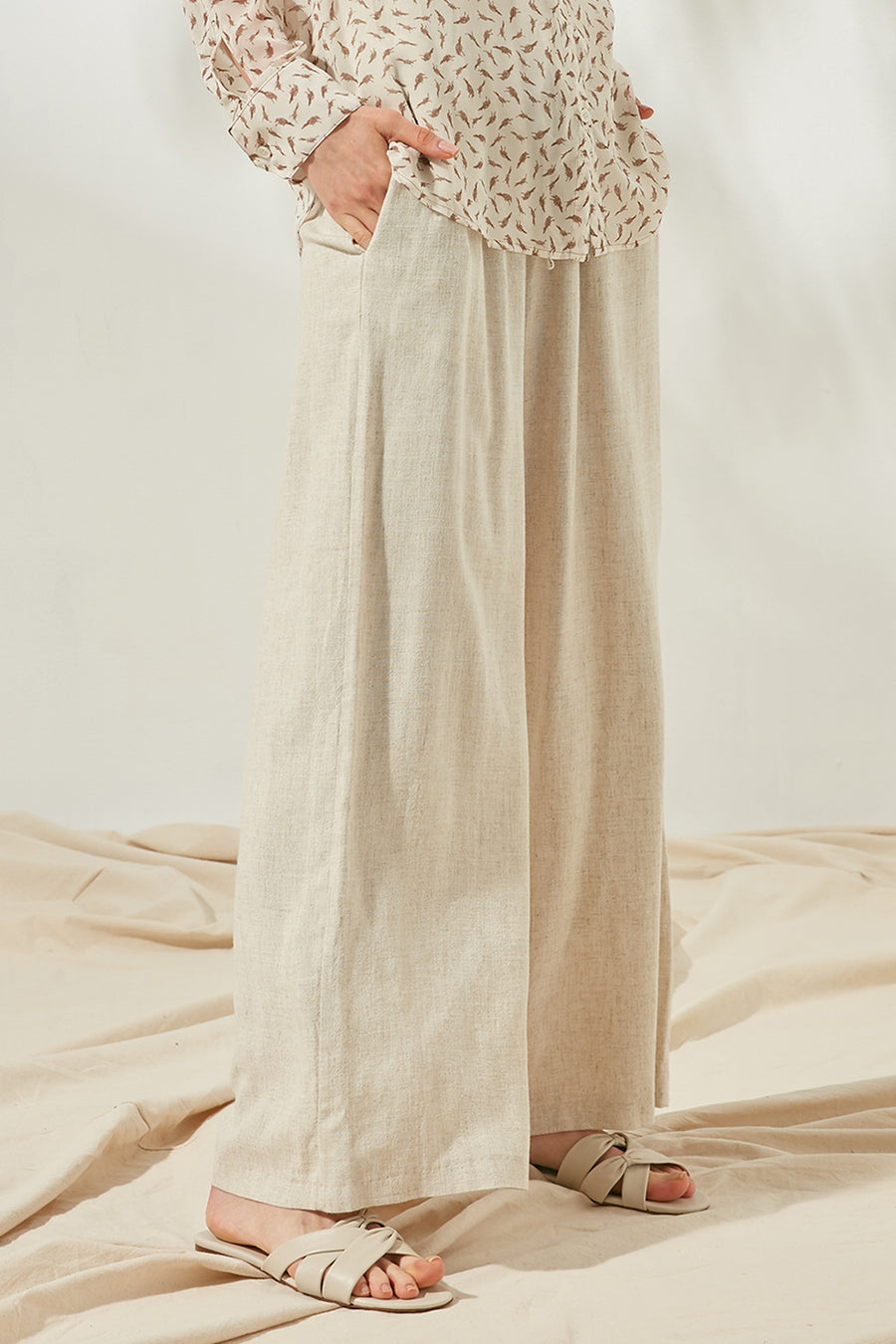 Elasticated Linen-blend trousers - Zelle Studio