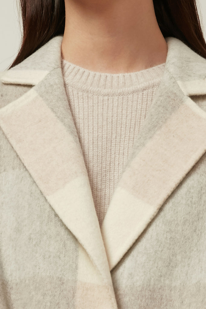 Extra-fine wool check coat with fringes
