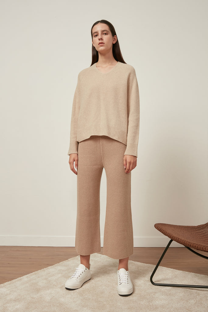 Fine-gauge v-neck wool jumper