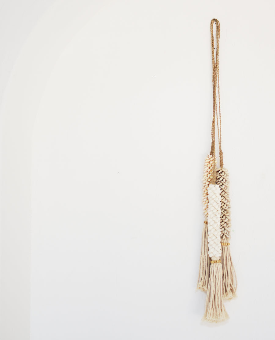Shell Tassel, White