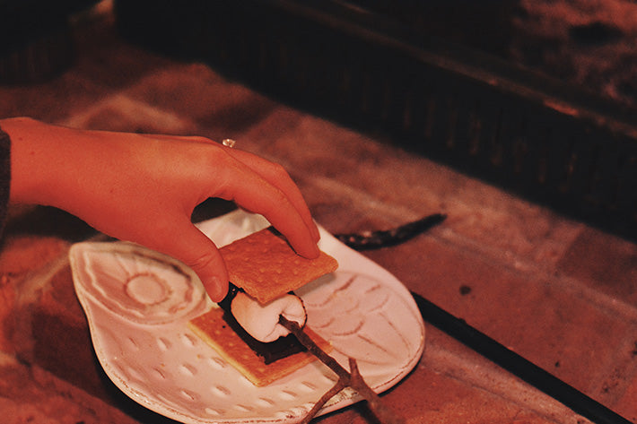 Make Delicious and Perfect S'mores Using Your Fireplace - Pyknic