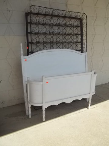 White antique full metal bed with platform base 11126