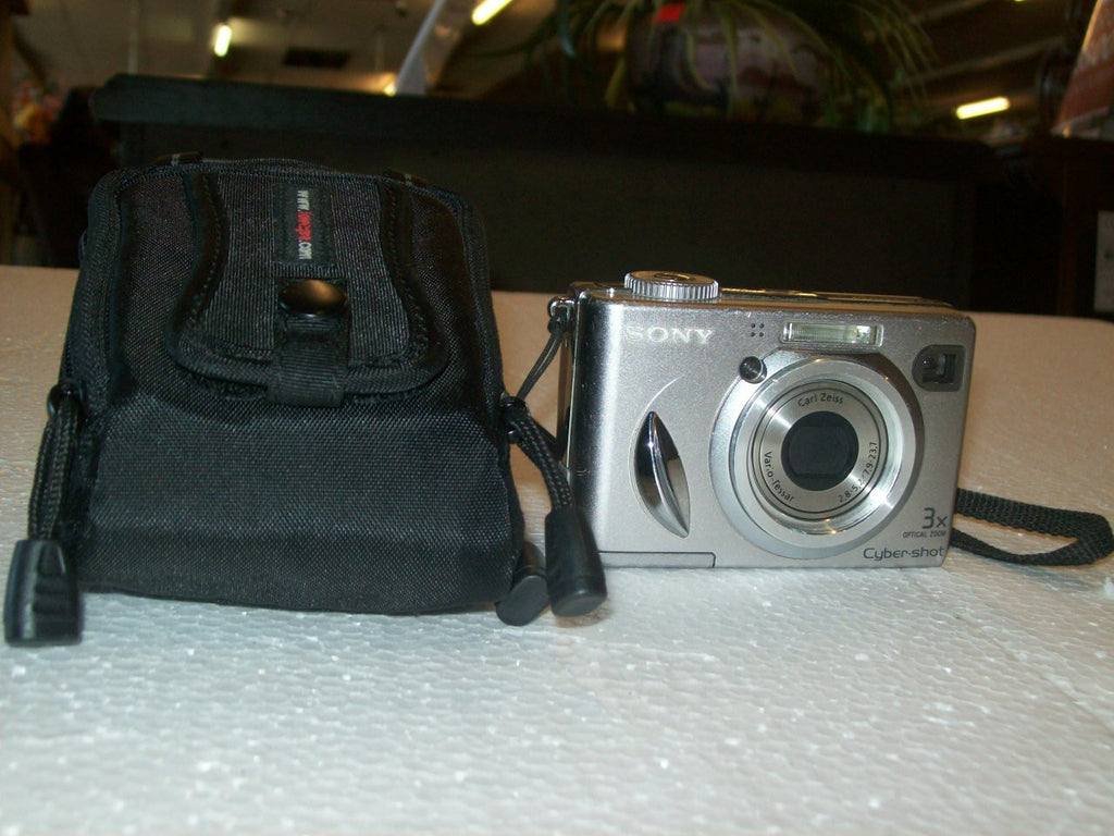 Digital camera Sony Cybershot 5.1 MP 3x zoom 8161