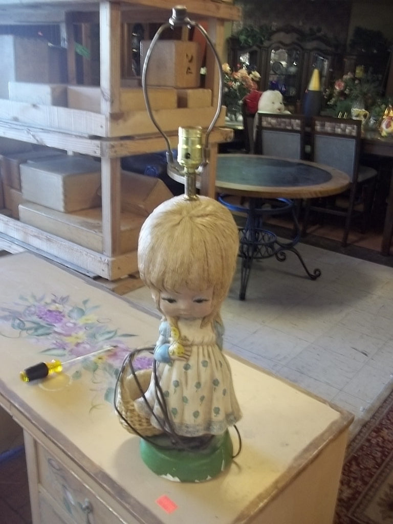 Vintage dated 1973 girl lamp 8261