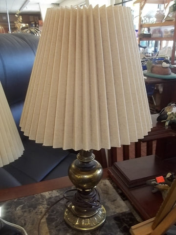 Brass lamp w shade 9480