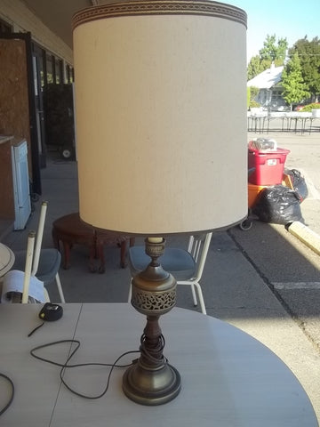 Brass lamp with shade 9485