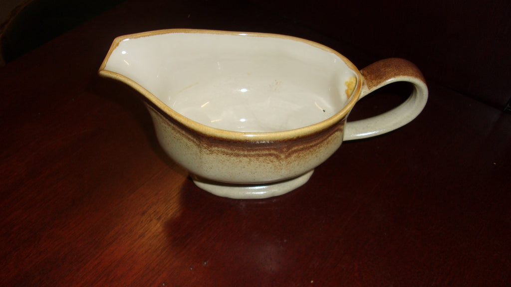 Gravy pitcher on plate Mikasa 2pc set 16245