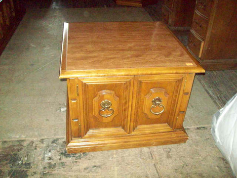 Maple square end table R18616