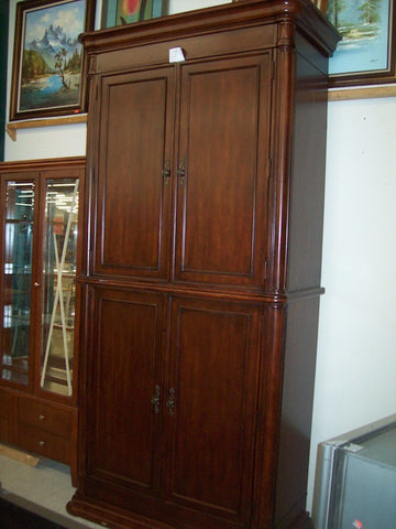 Large, elegant cabinetry hutch mahogany finish 6444