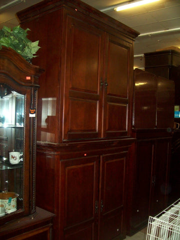 Large, elegant cabinetry hutch mahogany finish 6502