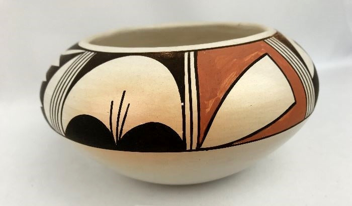 Native American Hopi Poly Chrome Pottery Bowl, by Dollie Joe Navasie (White Swan), Ca 1980's, #1304