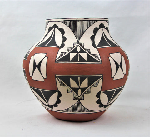 Native American, Laguna, Polychrome Pottery Olla, by Lee Ann Cheromiah, #1565.