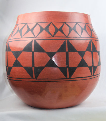Native American Santo Domingo Red on Black, Large Storage Jar by Raphaelita Aguilar, Ca 1968, #1570