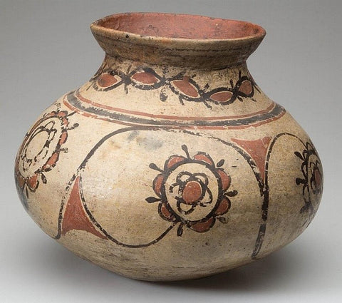 What are some characteristics of American Indian pottery?
