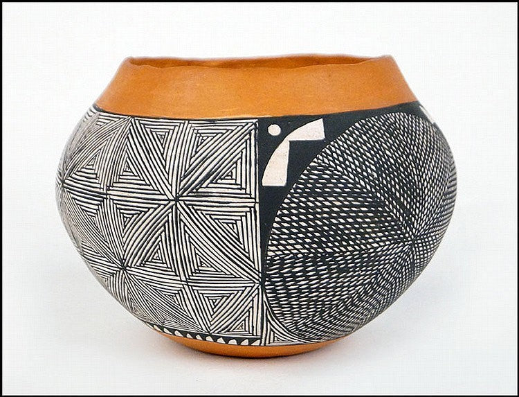 Native American Pottery : Acoma Pottery Jar, signed by I.W. Laguna #39