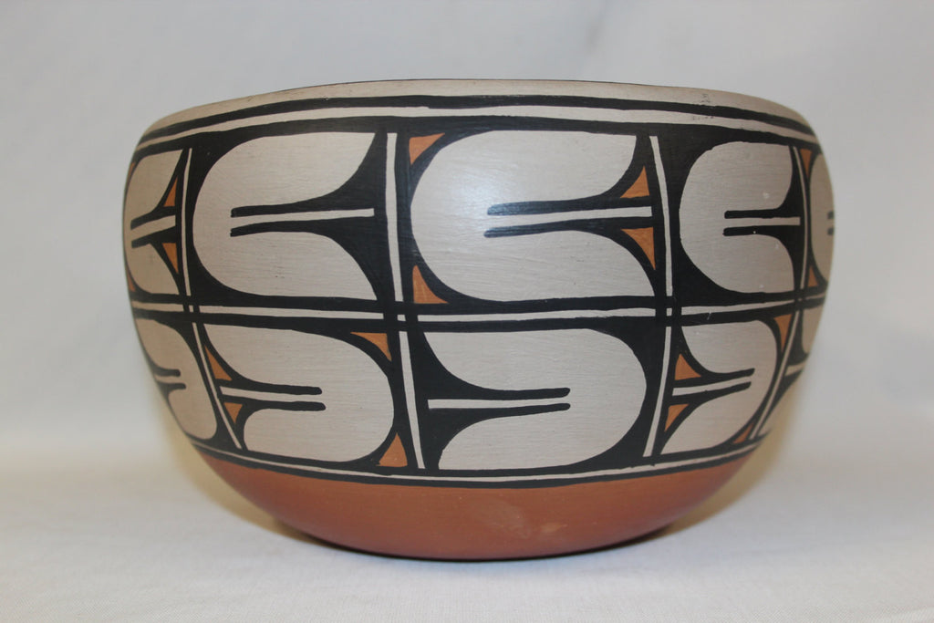 Native American : Native Amerian Santo Domingo Pottery Bowl, by Alvina Garcia #79