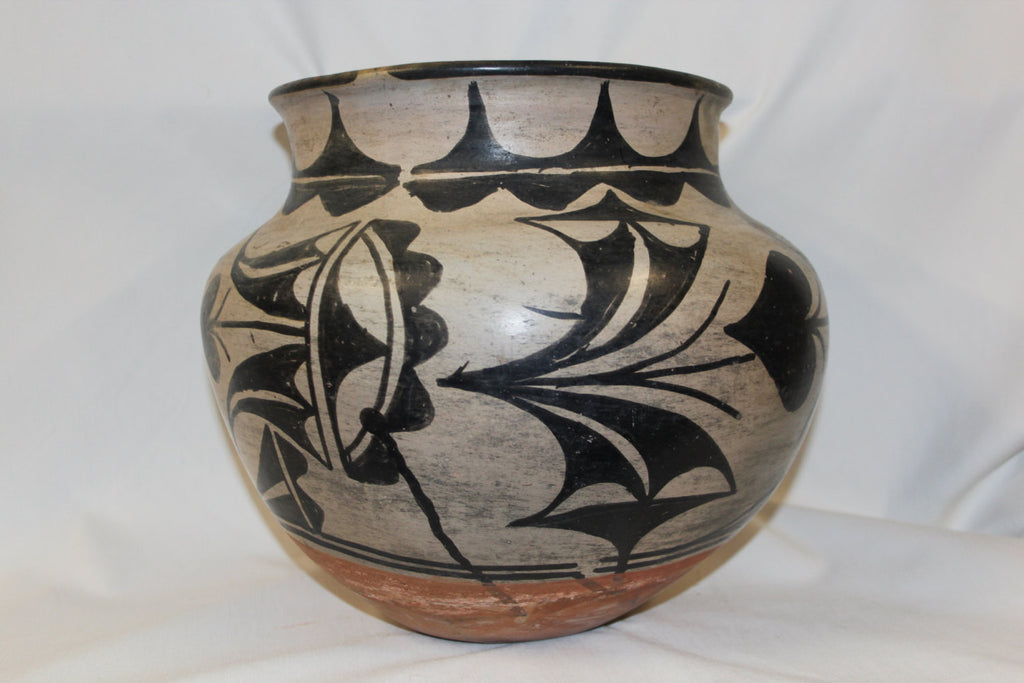 Southwestern Pottery : Very Good Native American San Ildefonso Olla 3189