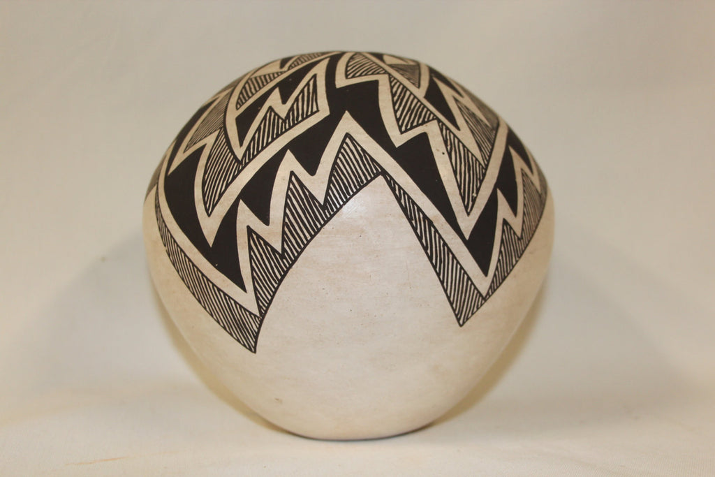 Acoma Pottery : Excellent Native American Acoma Pottery Jar, by Lucy M. Lewis #211