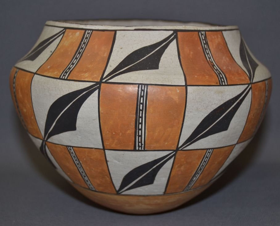 Pottery Jar : Very Good Acoma Pottery Jar by Lucy Lewis #284