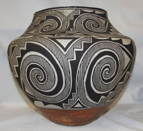 Native American Historic Acoma Pottery Olla with Fine Tularosa Design  #327