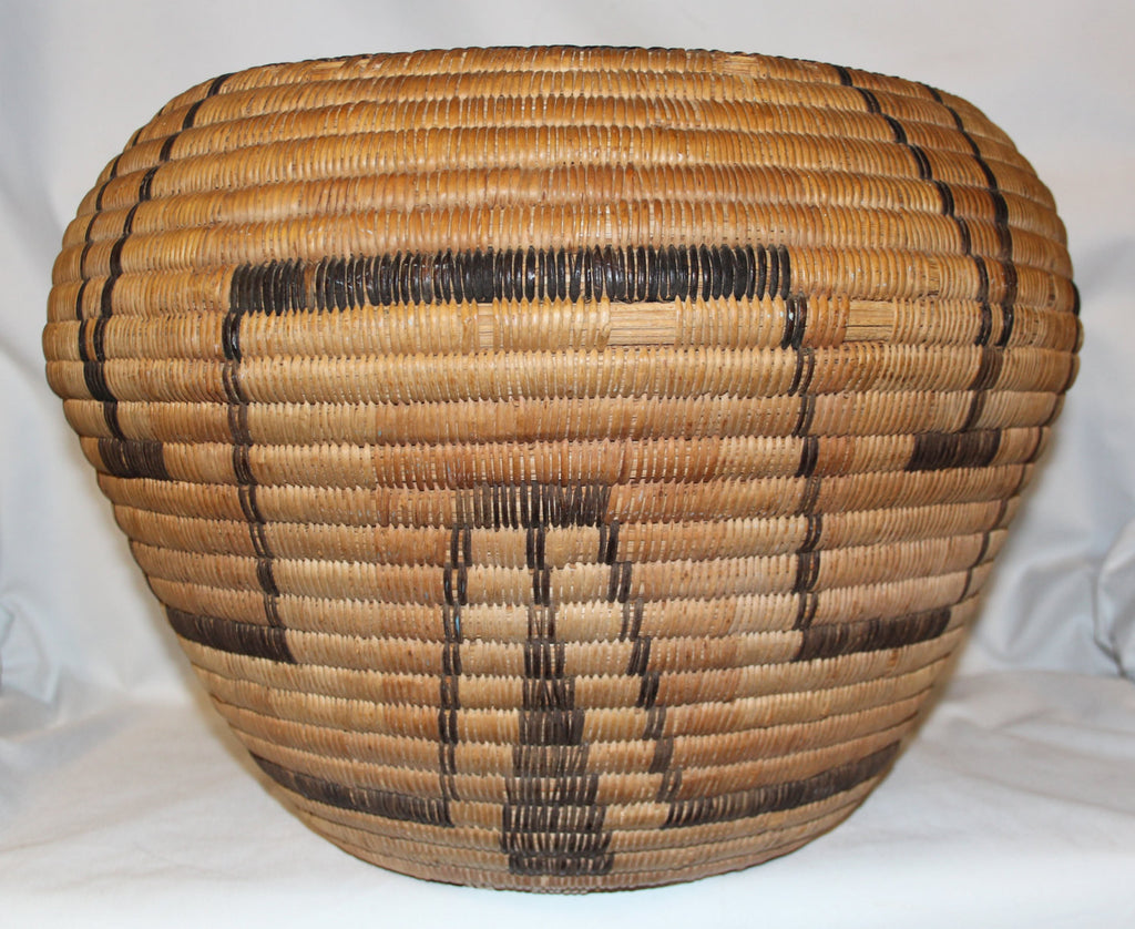 Woven Storage Basket : Very Nice Large 1940's Pima Polychrome Storage Basket #328