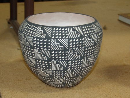 Acoma Pottery : Very Good Black on White Acoma Pottery Jar by Tina Garcia #393 a SOLD