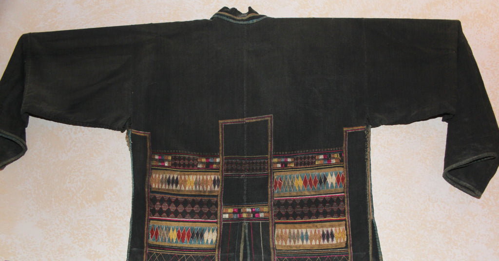 Handmade Blouse : Extremely Fine Akha Hand Embroidered Ladies Blouse From Northern Thailand #423