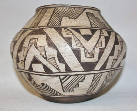 Zuni : Historic Zuni Black on White Pottery Pot-Ca 1880 #458 SOLD