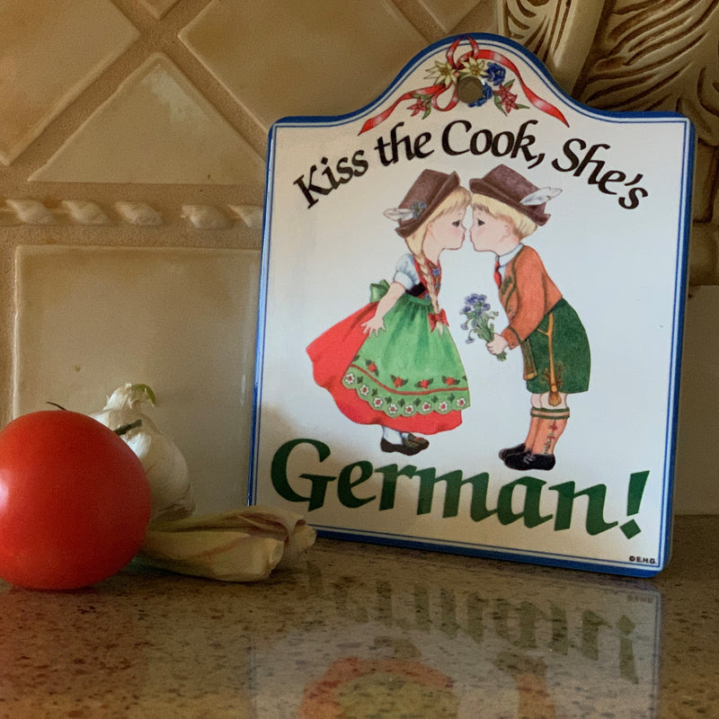 Cork Backed Ceramic Cheeseboard: Kiss the Cook German